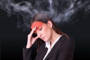 おでこの部分が赤みを帯びており、そこから熱が放出するように蒸気が出ている